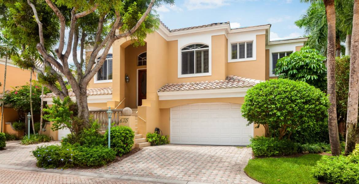 Just Listed, Pointe, Pelican Bay