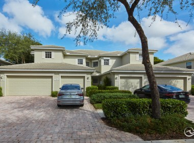 Naples condos with Garages for sale